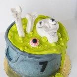halloween-cauldron-cake3