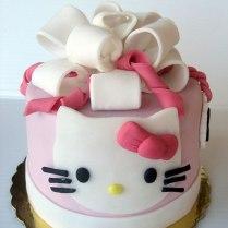 hello-kitty-mini-cake