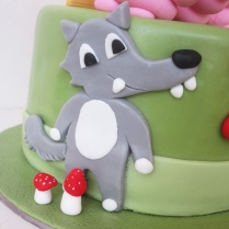 three-little-pigs-cake-wolf