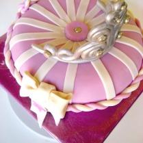 tiara pillow cake-4wtr