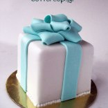 tiffany-blue-bow-present-cake