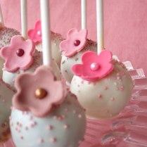 vintage-pink-cake-pops1