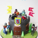 playmobil-castle-cake